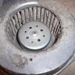 Verschmutzter Motor einer Lüftungsanlage