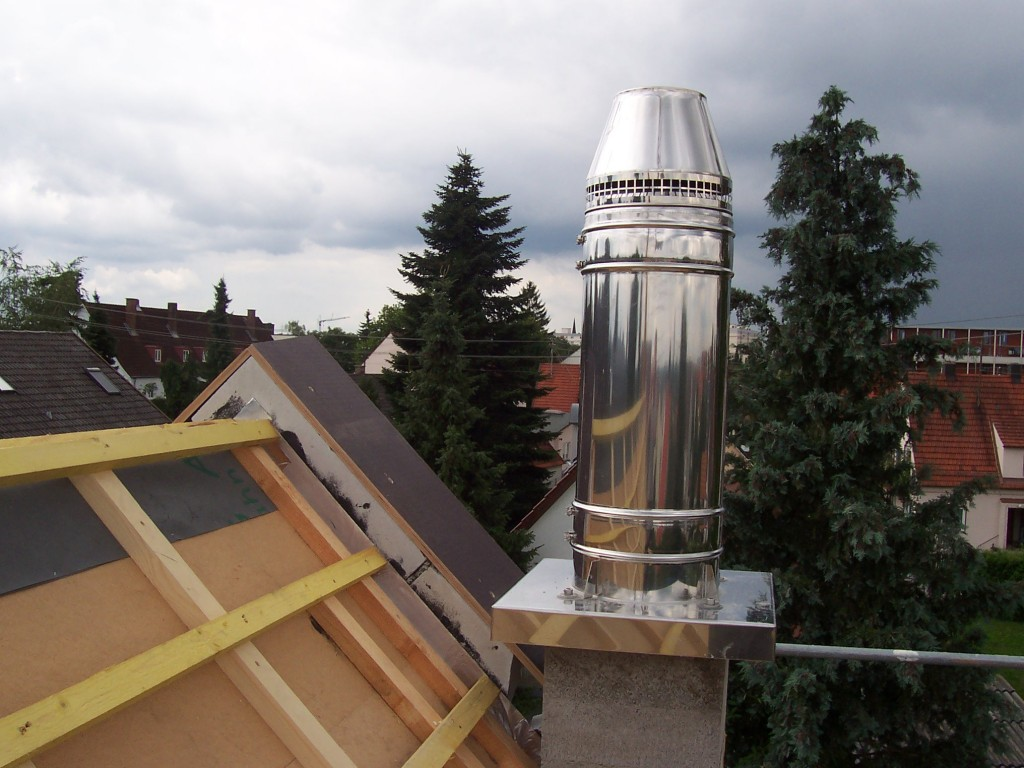 gemauerter Schornstein mit Edelstahlaufsatz